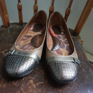 Born- Pewter and taupe flats in a size 9 medium